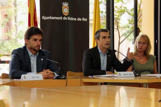 Xavi Paz, Joan Ramon Casals i Mònica Santamans durant la roda de premsa de presentació de la proposta del govern // Ajuntament de Molins de Rei