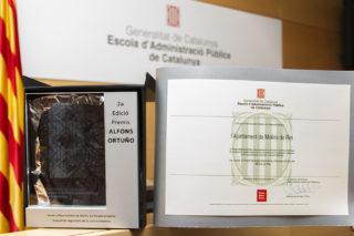Guardó i diploma dels Premi Alfons Ortuño // Ajuntament de Molins de Rei