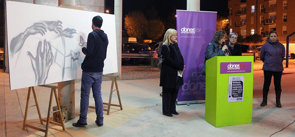 L'acte a la plaça de la Llibertat  va tenir la col·laboració d'un artista gràfic // Jose Polo