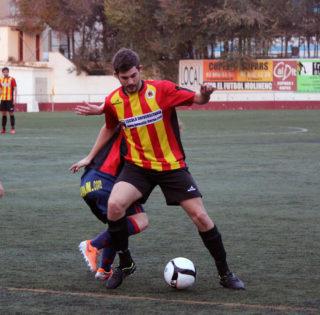 Carles Capella, autor del primer gol del Molins, en una acció de la primera part // Jose Polo