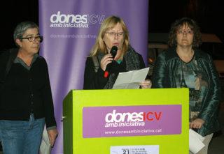 Les responsables de Dones amb Iniciativa llegint el manifest // Jose Polo