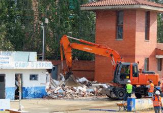 Les màquines enderroquen els antics vestidors de l'Atlètic Incresa // Jose Polo