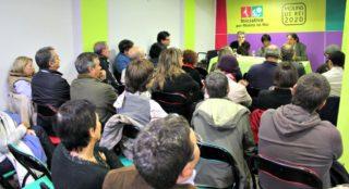 La seu d'Iniciativa es va omplir de militants per debatre al voltant de la independència i el federalisme // David Guerrero