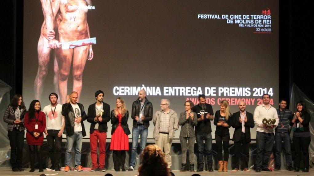 Foto de família dels guanyadors i el jurat del concurs de curts del Festival de Cine de Terror de Molins de Rei // Jose Polo