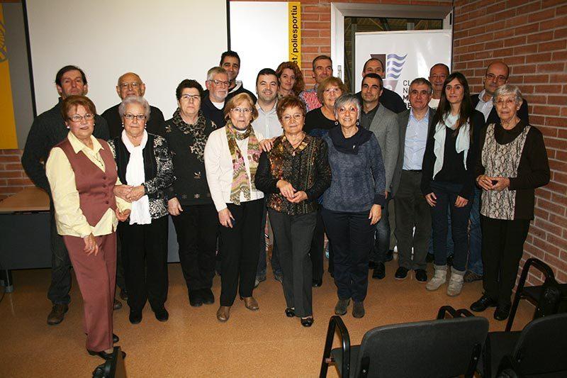 Les autoritats amb els socis premiats // CN Molins