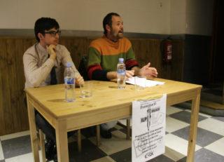 Joan Albert Barrios, del SEPC Molins, i el fedatari Alex Juanmartí, en la presentació de la ILP // Jordi Julià