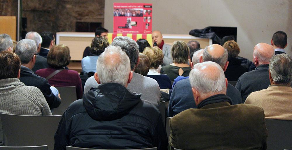 El públic assistent escolta Odón Elorza // Jose Polo