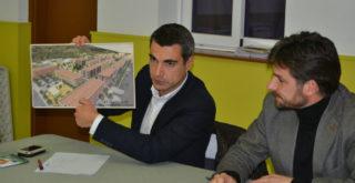 Joan Ramón Casals i Xavi PAz, amb l'esbós de com serà el projecte // Elisenda Colell