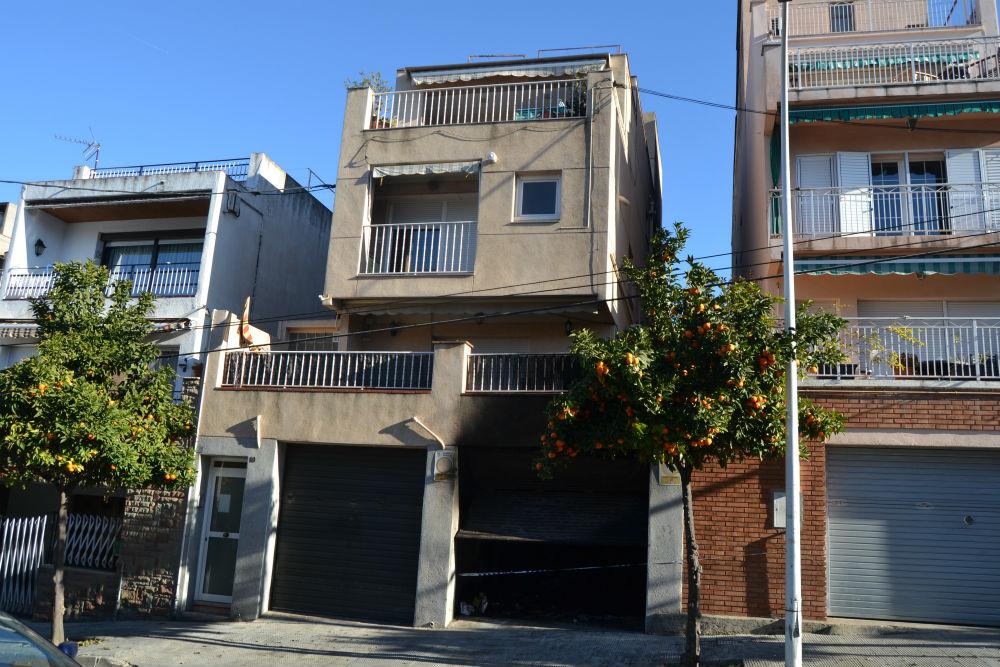 A l'edifici, situat al barri de les Conserves, hi viuen tres famílies // Elisenda Colell