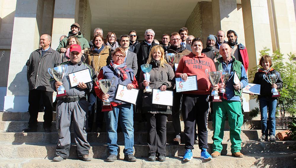 Foto de família dels guanyadors del concurs de planter // Jose Polo