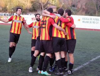 El Molins de Rei CF celebrant el gol de Capella // Jose Polo