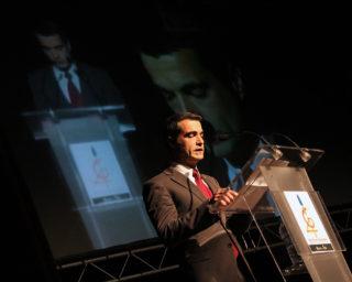 L'alcalde Joan Ramon Casals fent el seu discurs // Jose Polo