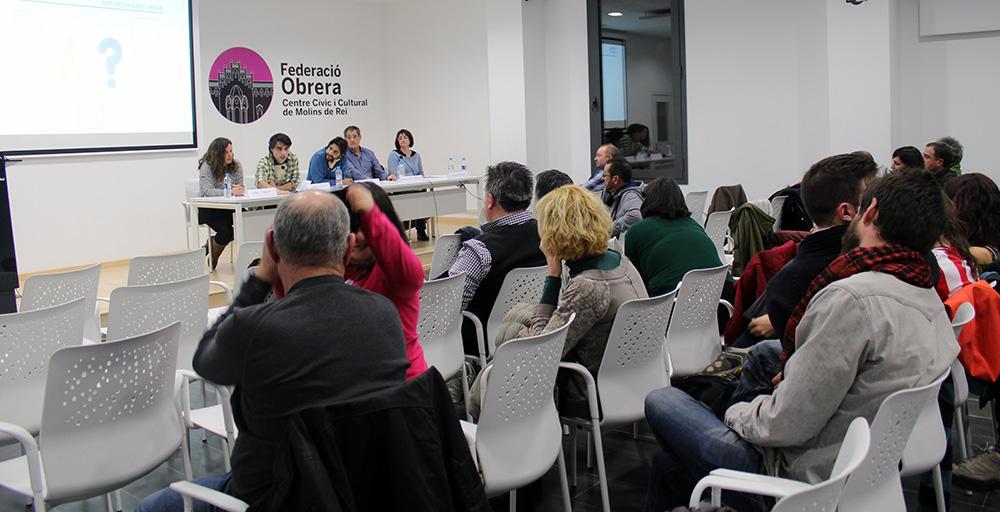 Tot i que hi havien cadires lliures, gairebé 80 persones va assistir a la presentació // Jose  Polo