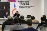 Guillem Perdrix, de la Federació de Cooperatives de Treball de Catalunya, durant la ponència acompanyat del regidor Esteve Altozano // David Guerrero
