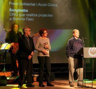 Miquel Izard i dos membres més de l'ONG Songtaaba van recollir el premi Solidaritat // David Guerrero
