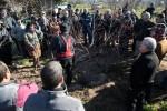 La demostració d'esporga va congregar una cinquantena de persones // Ajuntament de Molins de Rei