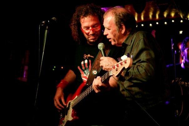 Sergi Carós acompanyant a Finbar Furey, el 2009 // Roberto Villar