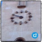 El vent fa caure la minutera del rellotge de l'església de Sant Miquel
