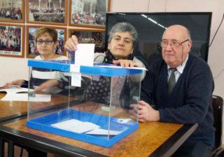 Taula electoral organitzada el dia de les votacions // Casal d'Avis Primer de Maig