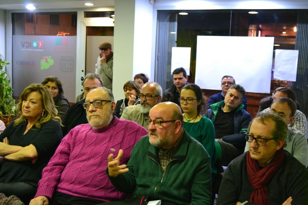 El públic assistent, que va exposar els sueus dubtes als candidats  // Elisenda Colell