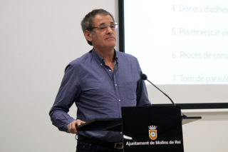 Francisco Maya, números dos de la llista del PSTi, durant un acte  // Jose Polo