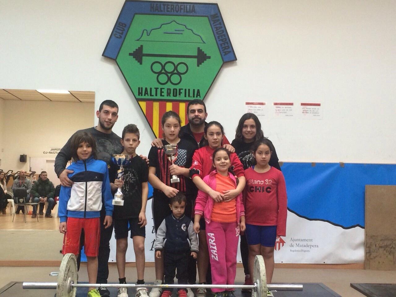 L'equip del Club Halterofília Molins de Rei en el Campionat de Catalunya de Matadepera // Club Halteroflía Molins de Rei