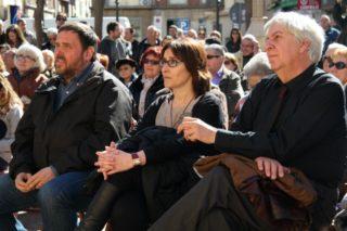 L'exalcalde Josep Janés (a la dreta), fent costat a Sílvia Guillén (al centre) // David Guerrero