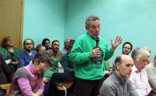 Ramon Maglione, de la PAH Molins, durant la seva intervenció // Jose Polo