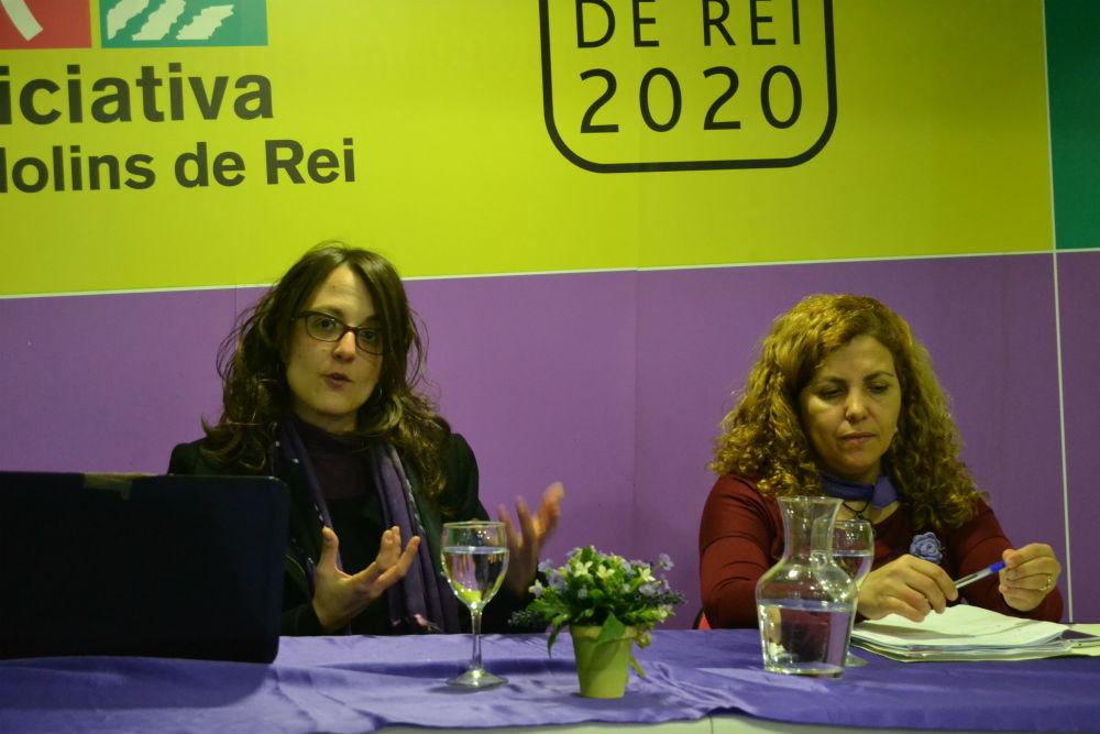 La ponent, Tània Verges, amb la responsable local de Dones amb Iniciativa, Saida Eliluch // Elisenda Colell