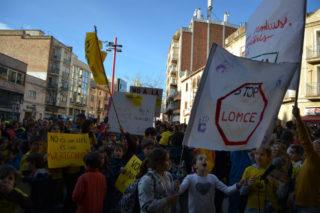 Pancartes en contra de la LOMCE, fetes pels infants // Elisenda Colell
