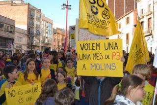 Prop de 500 persones es van reunir a la plaça de l'Ajuntament // Elisenda Colell