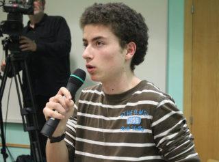 David Lloberas, del SEPC, agafant la paraula al ple municipal // Jose Polo