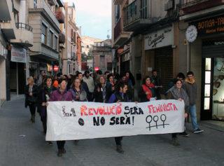 La manifestació convocada pel Grup de Dones al Carrer Major // Jose Polo