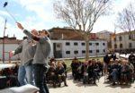 L'alcalde i candidat de CiU, Joan Ramon Casals, es fa un selfie amb els assistents a l'acte de presentació // David Guerrero