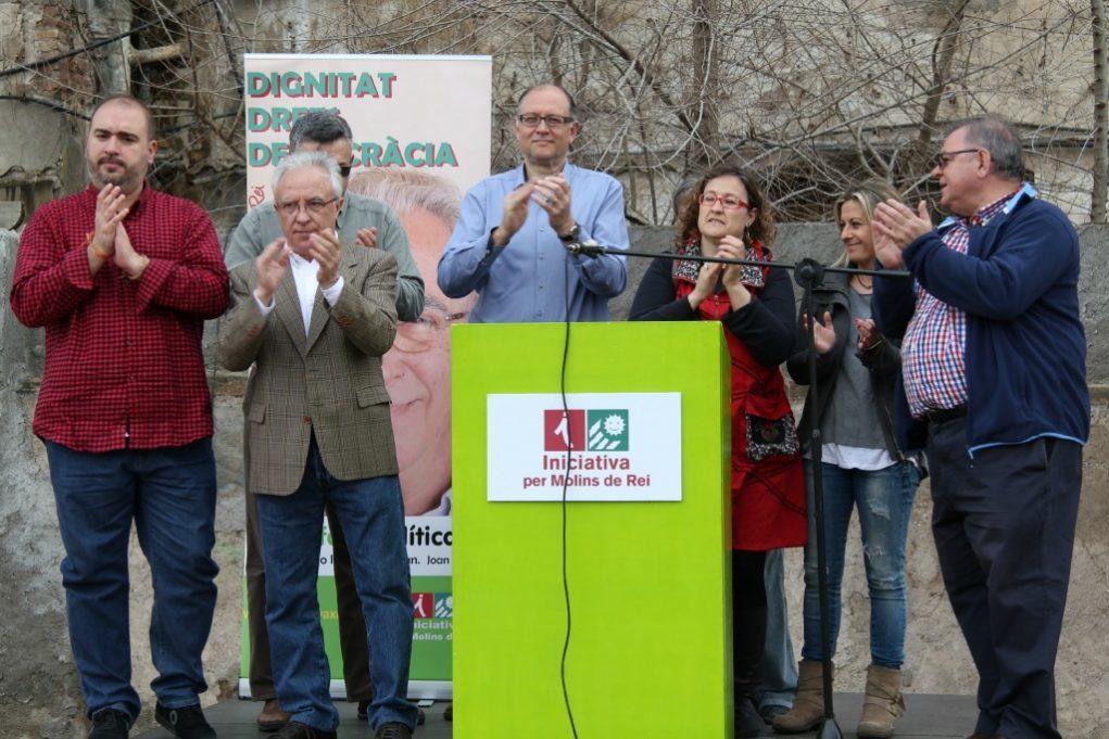 Representants comarcals i regidors locals van acompanyar a Pere Garcia sobre l'escenari // David Guerrero