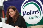 Ana Aroca, candidata de Molins Camina, durant in miting a la plaça de la Creu // Jose Polo