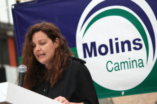 Ana Aroca, candidata de Molins Camina, durant el seu discurs // Jose Polo