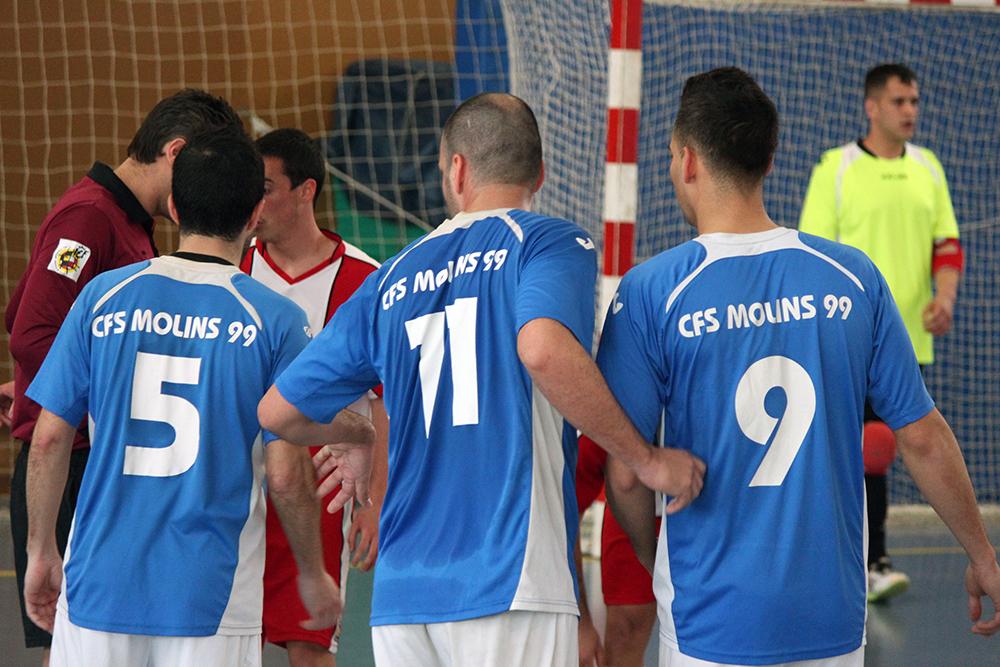 D'esquerra a dreta: García, Bautista i Guti decidint l'estratègia en un tir lliure // Jose Polo