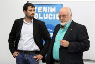 Daniel Sánchez (esquerra) i Emilio Ramos (dreta) durant la presentació del candidat del PP // Jose Polo