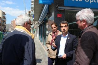 Casals conversant amb diferents integrants de CiU Molins a l'Av.Barcelona // Jose Polo