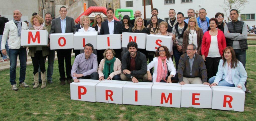 Els integrants de la llista electoral del PSC amb el lema de campanya del partit al pati del Palau // David Guerrero