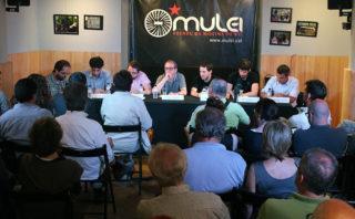 L'Ateneu Mulei ple de gent per escoltar el debat // Jose Polo