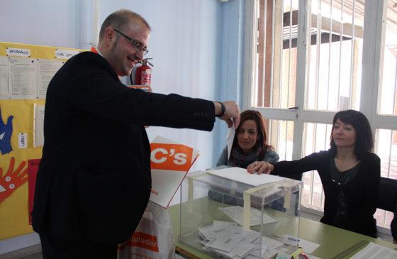 Francisco García, Ciutadans, votant al Pont de la Cadena // Jose Polo