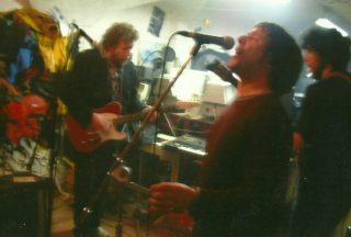Joan Calduch, amb la guitarra elèctrica, amb un dels seus grups // Arxiu