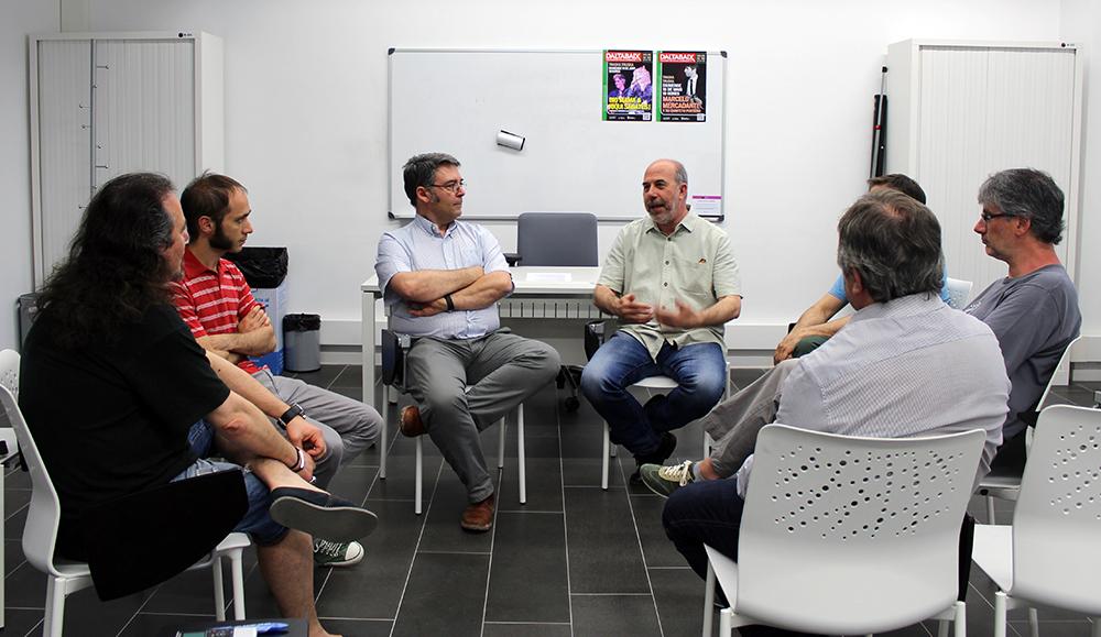 Daltabaix es va presentar a la Federació Obrera // Jose Polo