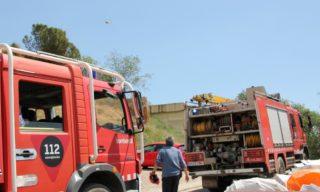 Els Bombers han establert el punt operatiu al camí d'accés a Sant Pere Romaní // David Guerrero