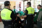 La Guàrdia Urbana ha hagut de mediar entre el PP i la PAH // David Guerrero