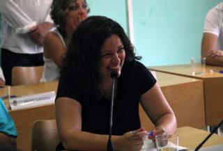 Ana Aroca, de Molins Camina, somrient durant el ple // Jordi Julià