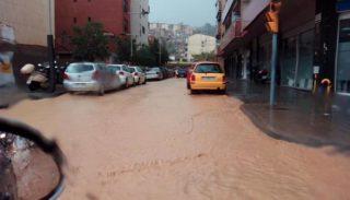 La cruilla del carrer Riera Mariona amb La Carretera inundada // Ferran Amigó