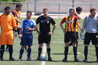 Els capitans dels dos equips a l'inici del matx // Jose Polo